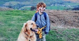 """Trained """"Buddy Dog"""" Helps Blind 6-Year-Old Find His Confidence"""