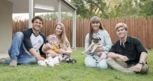 """Bindi Irwin Surprises Curious Dogs With The Cutest """"National Pug Day"""" Treat!"""